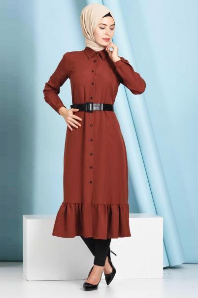 Düğmeli Fırfırlı Boydan Kiremit Tesettür Elbise